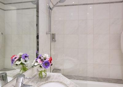 Chambre-classique-salle-de-bain