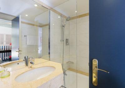 hotel-saint-germain-chambre-classique-bain-sdb